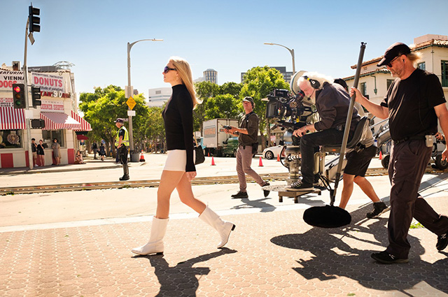 Брэд Питт, Марго Робби, Леонардо ДиКаприо на новых кадрах со съемок фильма Квентина Тарантино «Однажды в Голливуде»