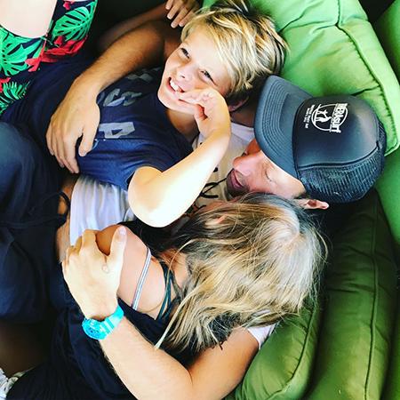 Крис Мартин с детьми