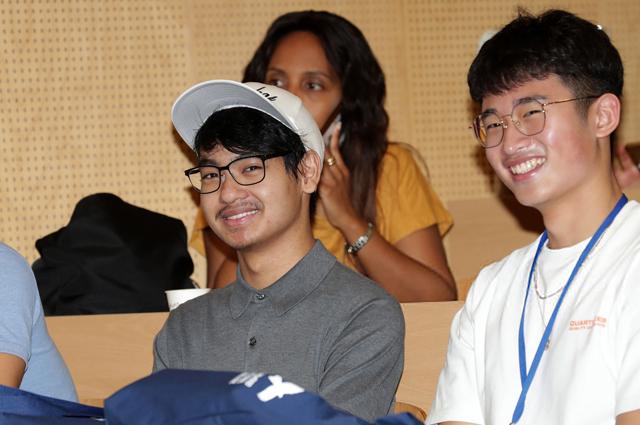 Мэддокс Джоли-Питт в южнокорейском университете Енсе