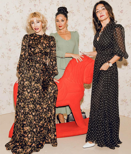 Медея и Миранда Мирианашвили с гостьей показа