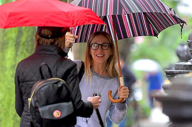 «Как студентка колледжа»: в сети обсуждают повседневный образ Сары Джессики Паркер