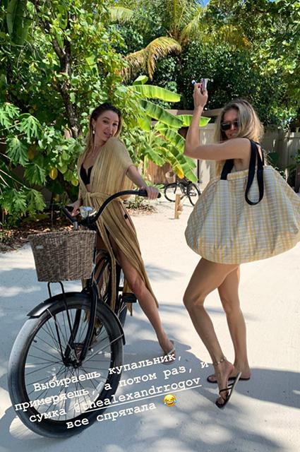 Без мужчин: Елена Перминова и Вера Брежнева отдыхают вместе на Мальдивах