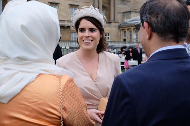 Принц Гарри посетил вечеринку в саду Букингемского дворца с принцессами Беатрис и Евгенией