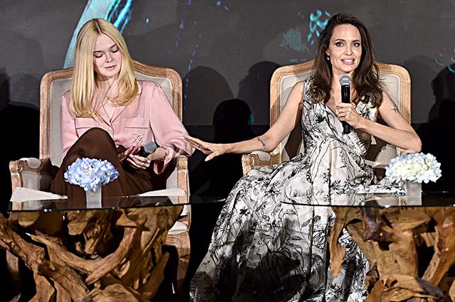 Эль Фаннинг и Анджелина Джоли