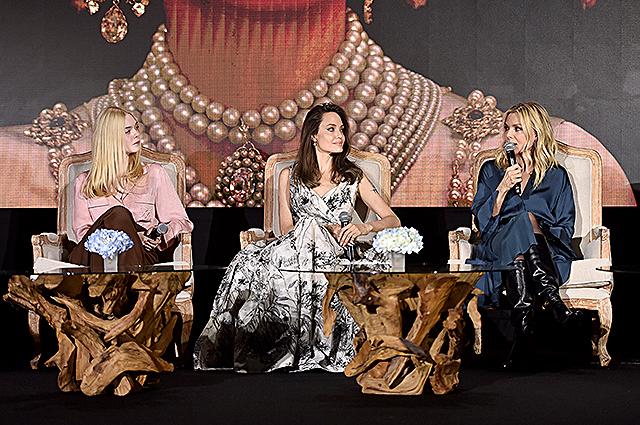 Анджелина Джоли, Мишель Пфайффер и Эль Фаннинг на пресс-конференции фильма