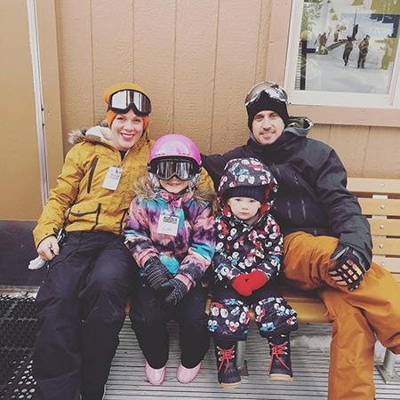 Пинк и Кэри Харт с детьми