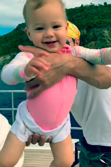 Энрике Иглесиас с дочерью Люси