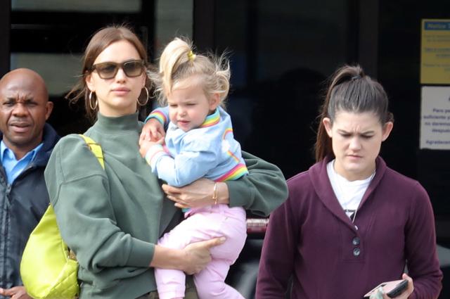 Ирина Шейк с дочкой Леей в Санта-Монике: новые фото
