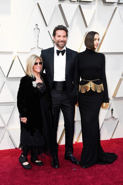 Брэдли Купер с мамой Глорией и Ирина Шейк