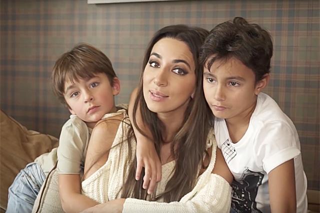 Зара с сыновьями
