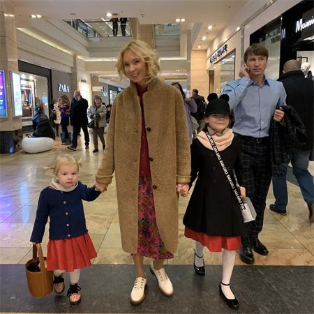 Татьяна Тотьмянина и Алексей Ягудин с дочерьми