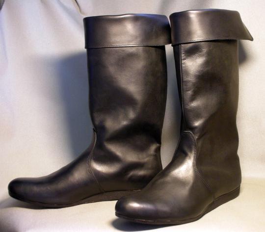 Продажа зимней обуви из натуральной кожи