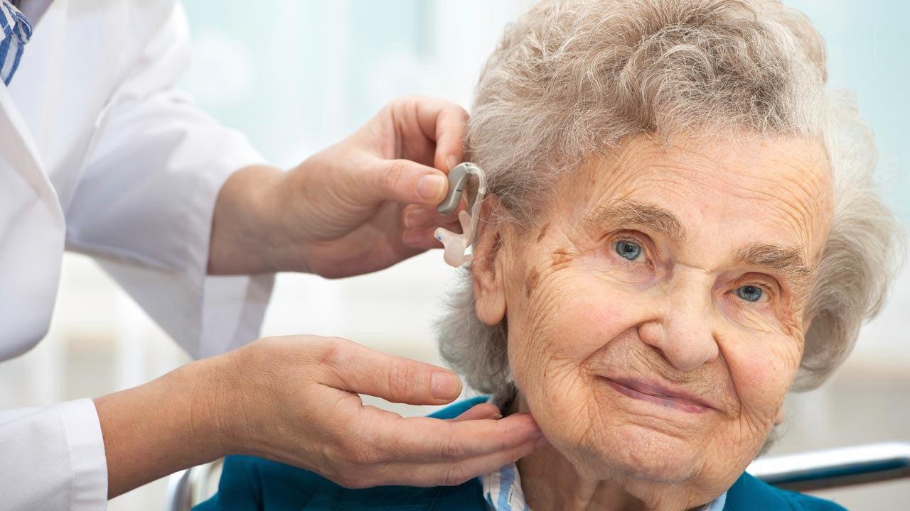 Слуховые аппараты и специальное оборудование для слабослышащих