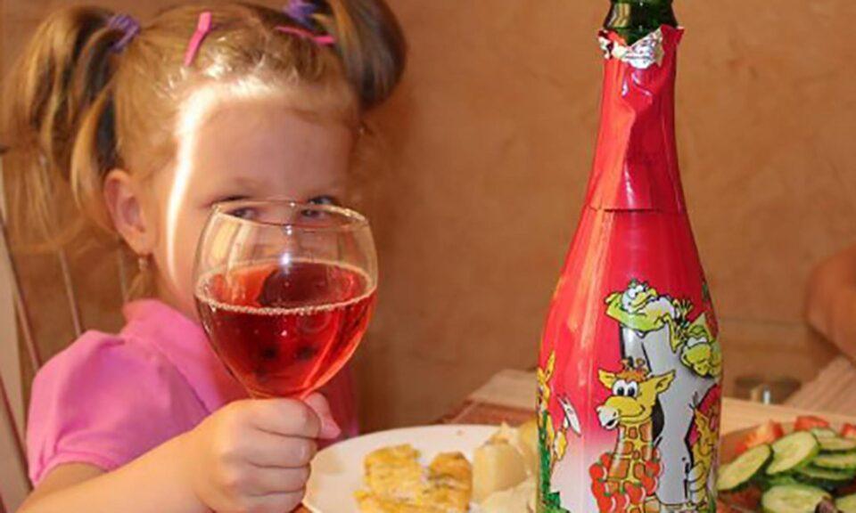 Медики предупредили об опасности детского шампанского