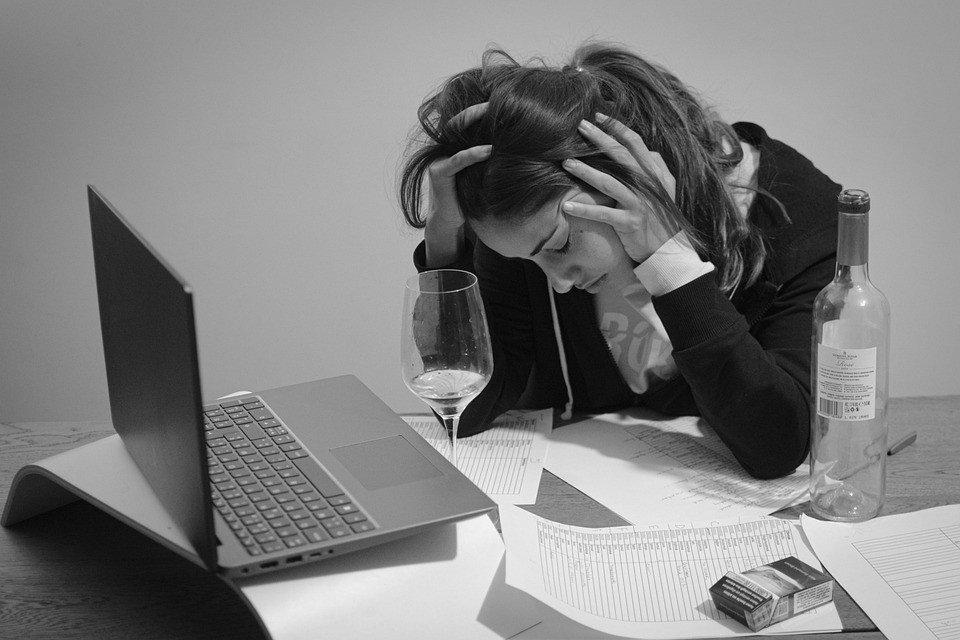 Ученые определили безвредную дозу алкоголя на самоизоляции