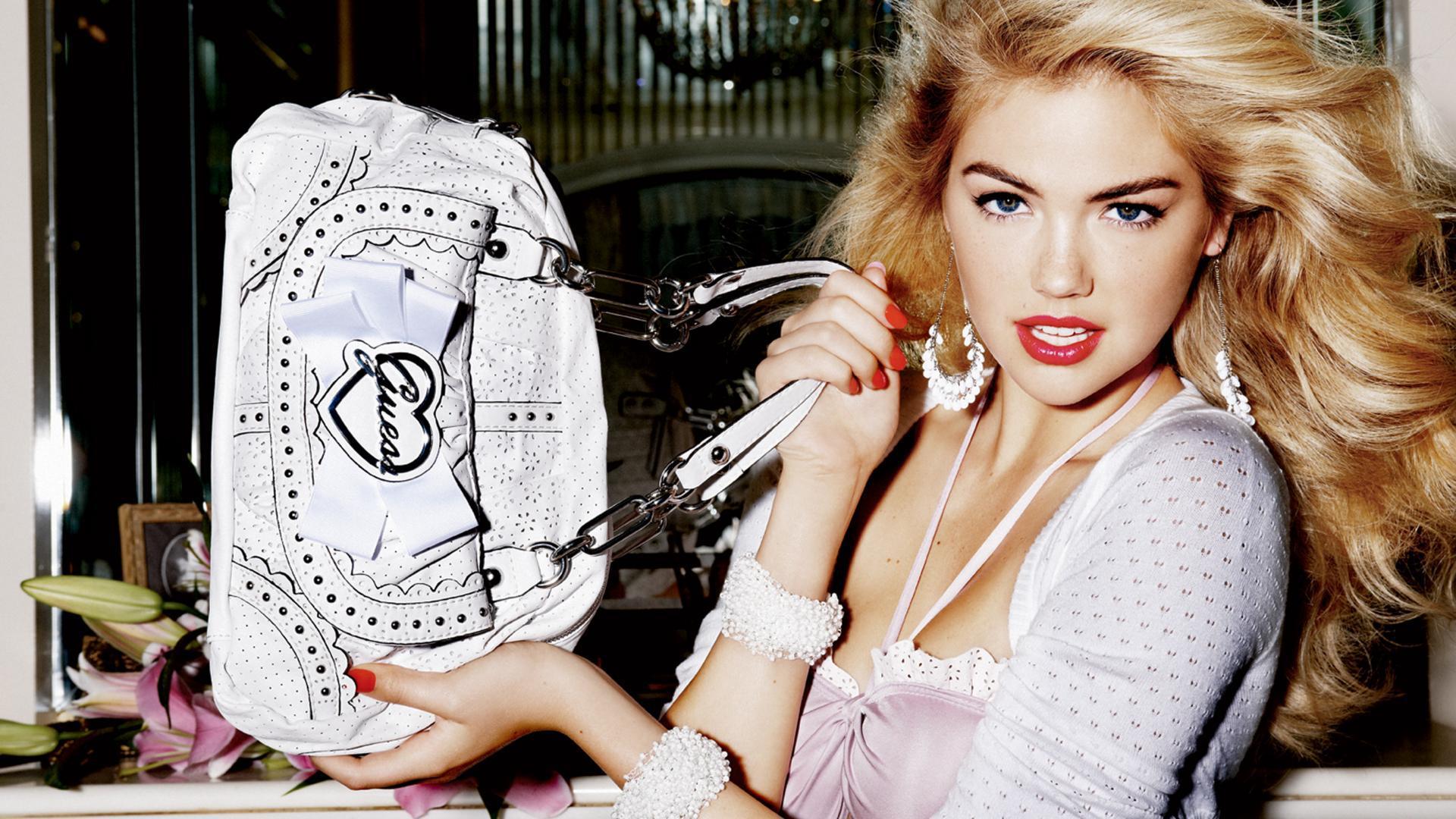 А вы уже знаете, где можно недорого купить качественную женскую сумку?