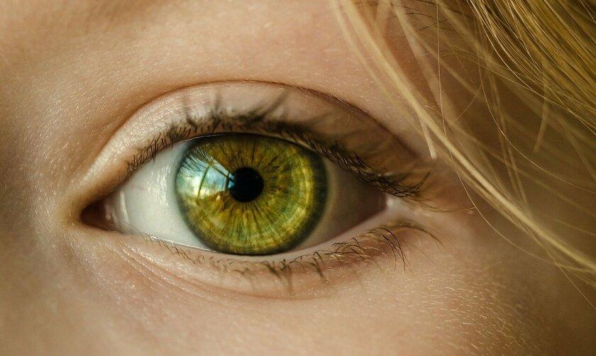 Почему дергается глаз: четыре основные причины