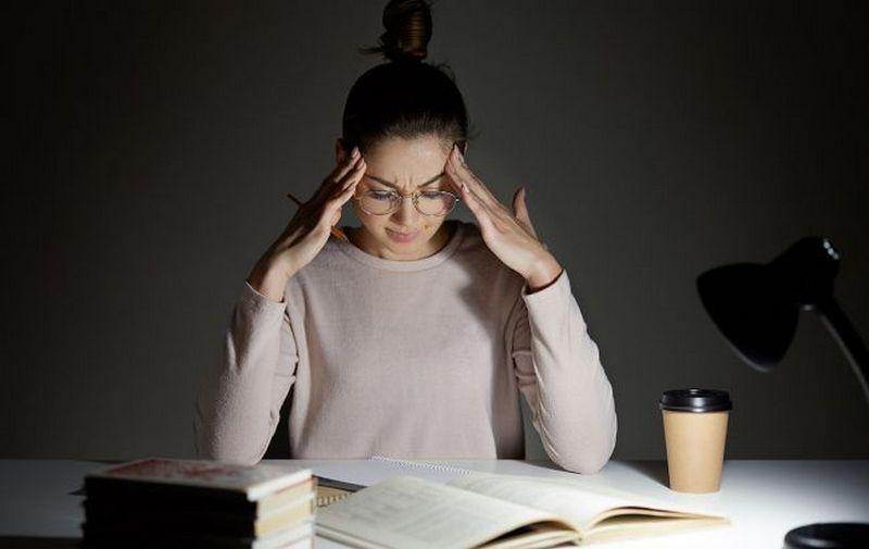 Названы простые способы справиться с головной болью