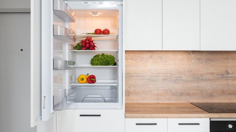 Названы продукты, которые портятся в холодильнике