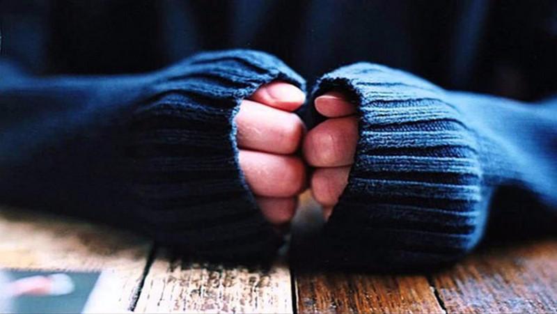 Холодные руки и ноги назвали симптомом опасного заболевания