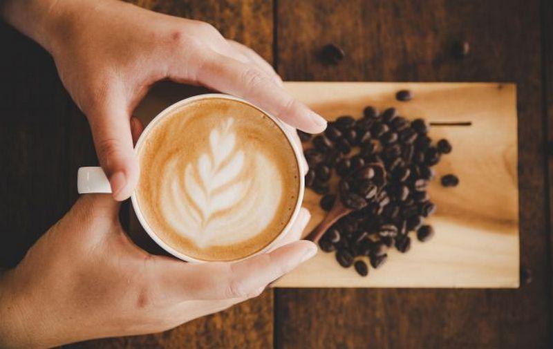 Медик объяснил, почему кофе – не лучший способ начать день