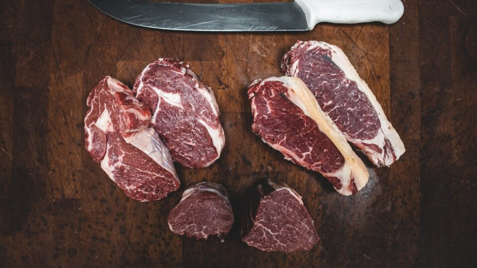 Названа веская причина отказаться от красного мяса
