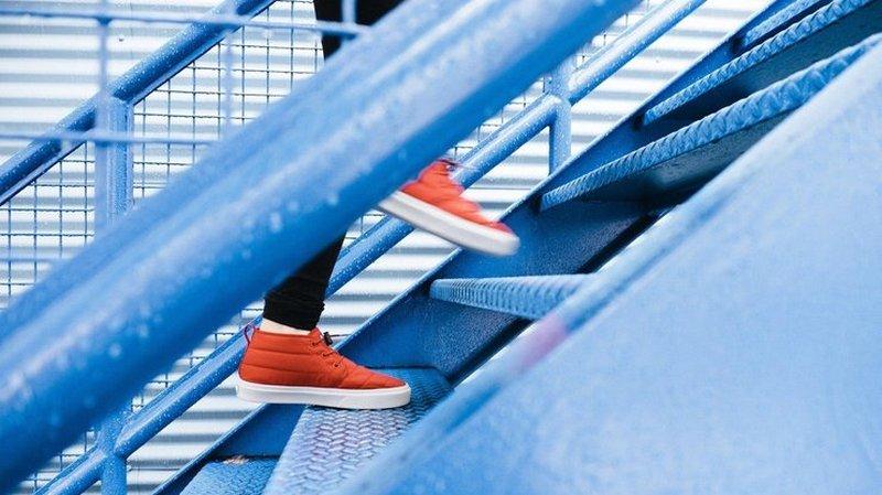 Кардиологи рассказали, как проверить здоровье с помощью лестницы