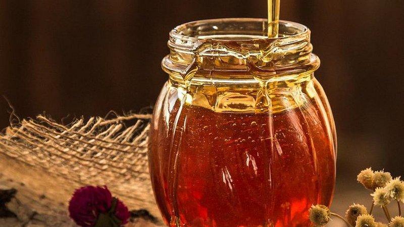 Медики рассказали о целебных свойствах меда для женщин и мужчин