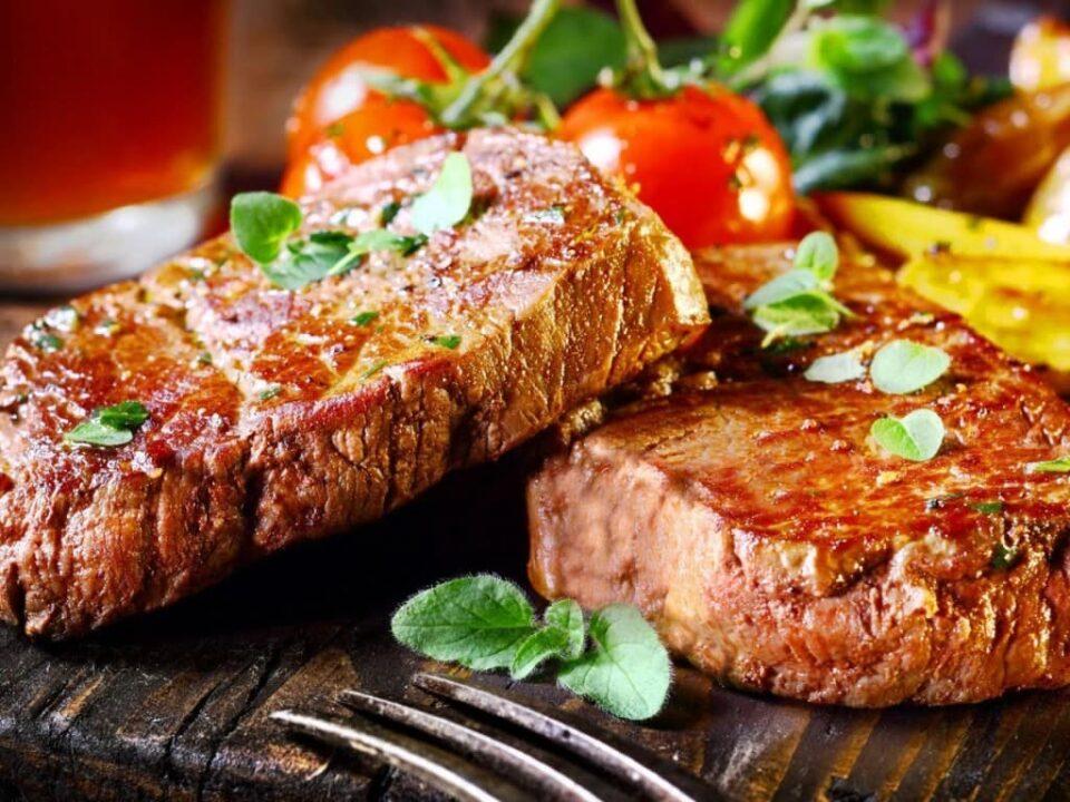 Медики назвали главный риск отказа от мяса