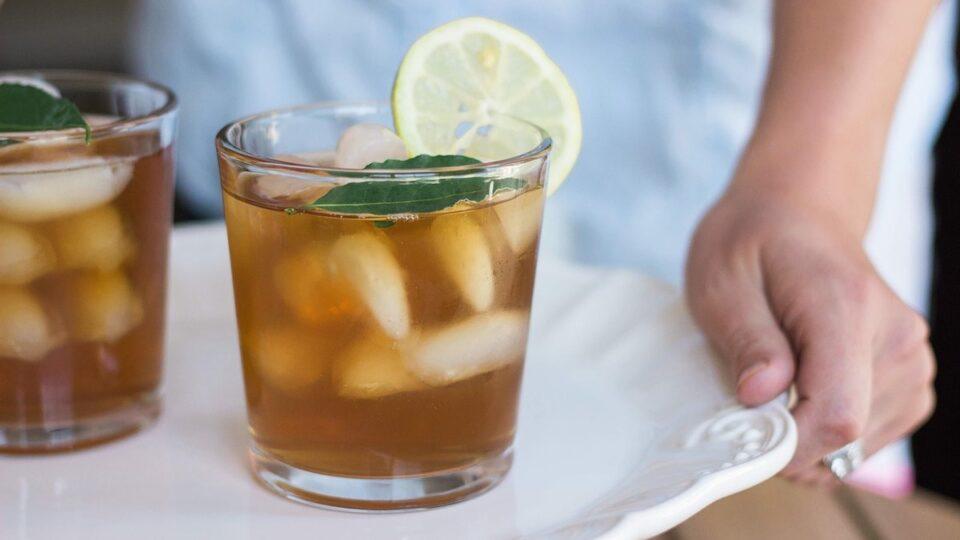 Популярные напитки, которые портят самочувствие