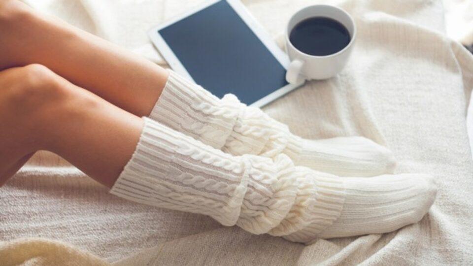 Холодные ноги назвали симптомом опасного заболевания