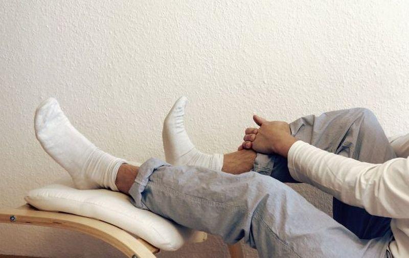 Медики рассказали, чем вредит сон в носках