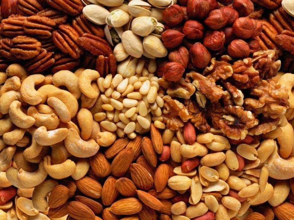 Названы орехи, способные продлить молодость