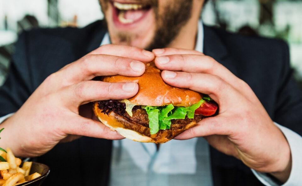 Пищевая зависимость: как мозга заставляет нас переедать