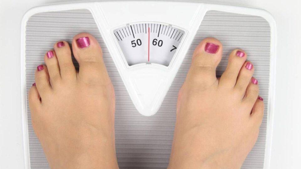 Названы основные причины колебания веса в течение дня