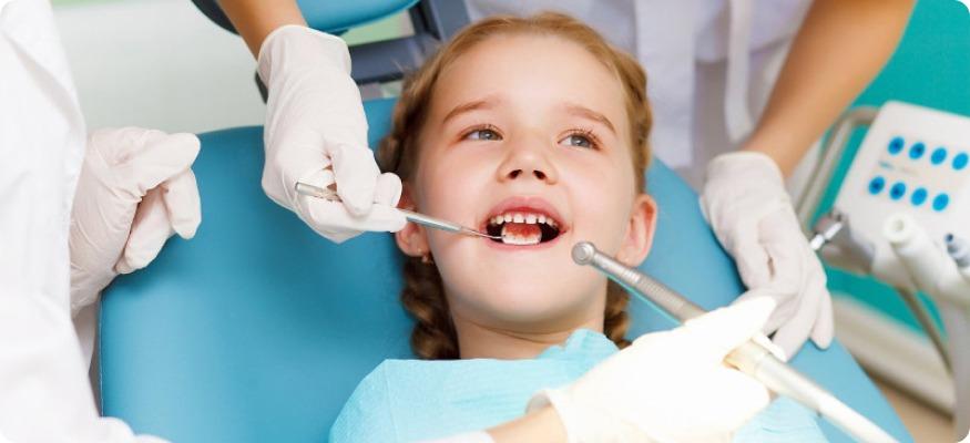 Детский стоматолог за работой – любо-дорого на такое смотреть!