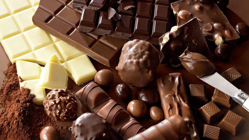 Диетологи рассказали, какими продуктами можно побаловать себя во время похудения