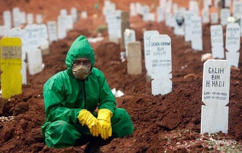В мире зафиксировали очередной антирекорд смертности от COVID-19