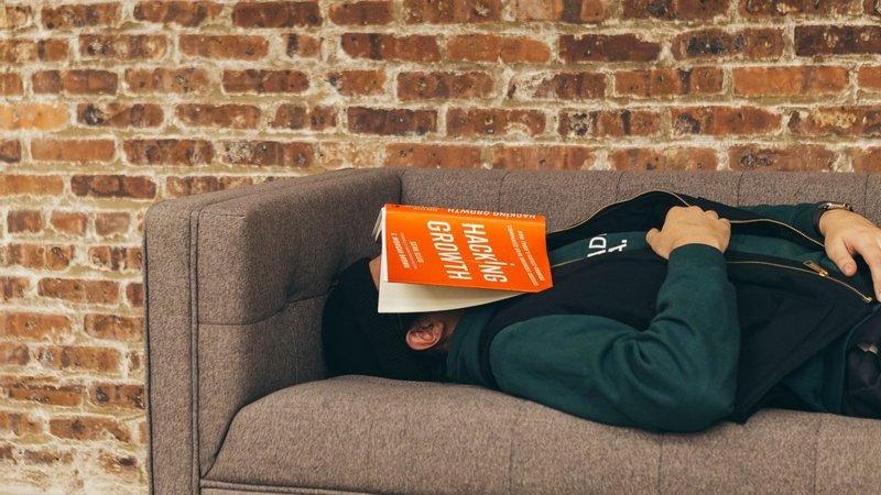 Медики рассказали, в чем польза дневного сна