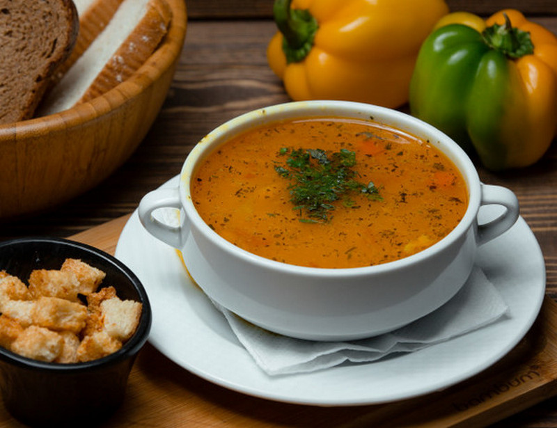 Диетологи рассказали, обязательно ли есть суп каждый день