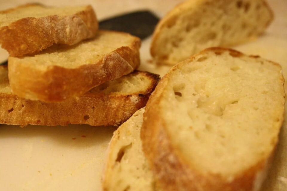 Медики рассказали, чем опасны тосты на завтрак