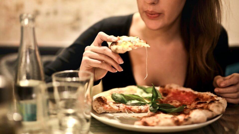 Диетологи рассказали, что есть на ужин, чтобы не толстеть