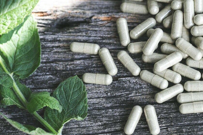 Витаминные добавки, которые стоит употреблять весной